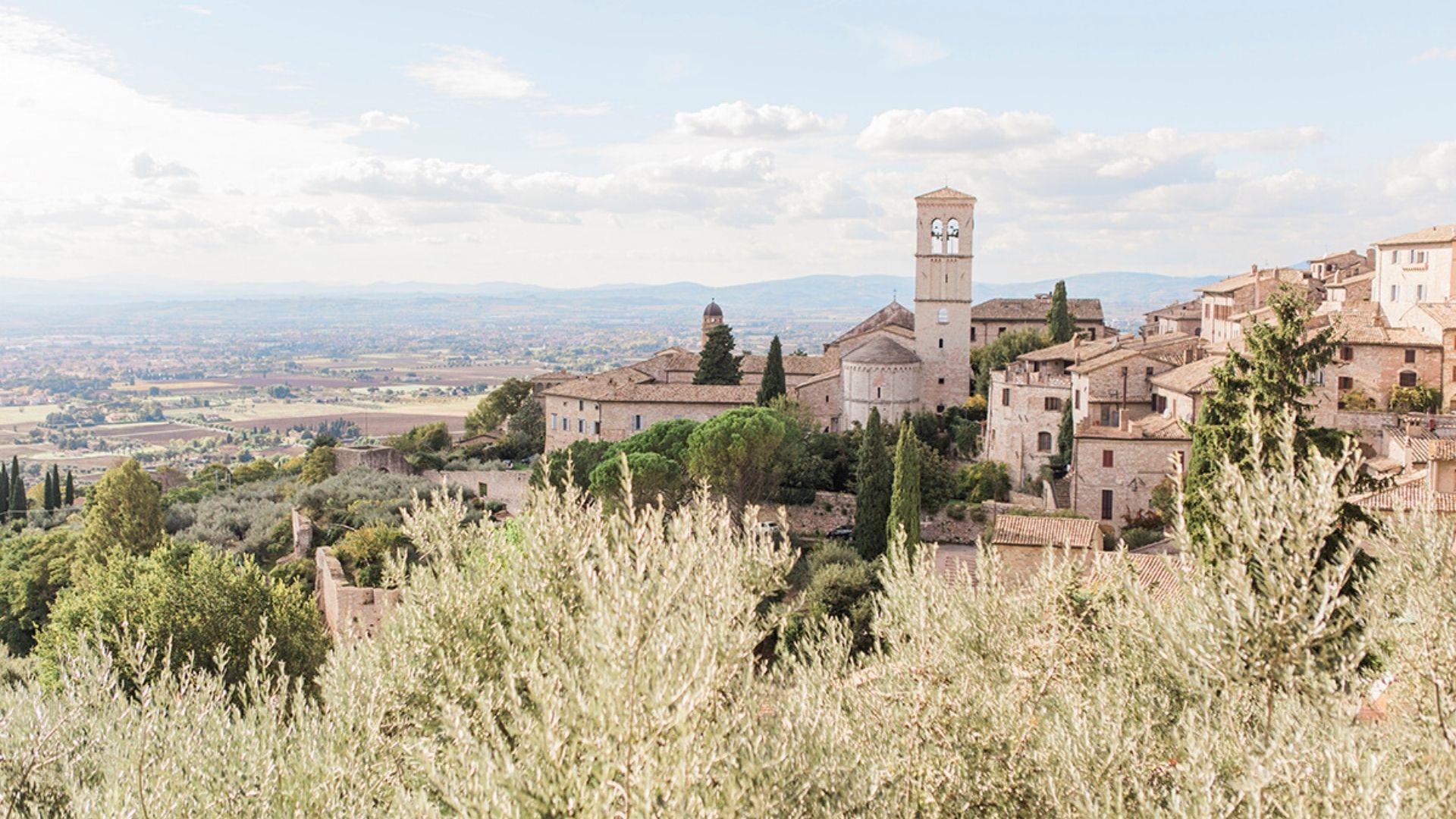 Panorama di una bellissima città in cui organizzare il proprio Destination Wedding in Umbria